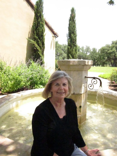 Crone in faux Tuscany
